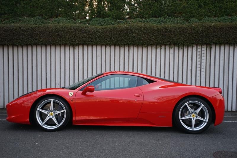 フェラーリ 458イタリア ディーラー車 LEDカーボンステアリング 3600km